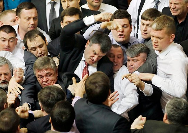 Opposition lawmakers clash with pro-presidential majority