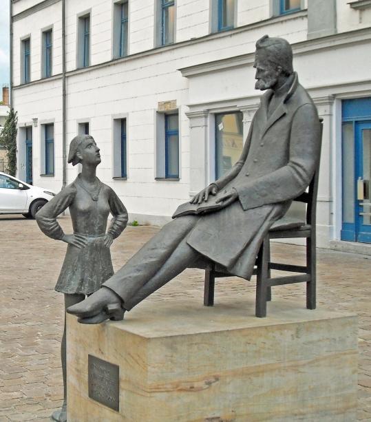 Nietzsche-Denkmal_Naumburg_2013