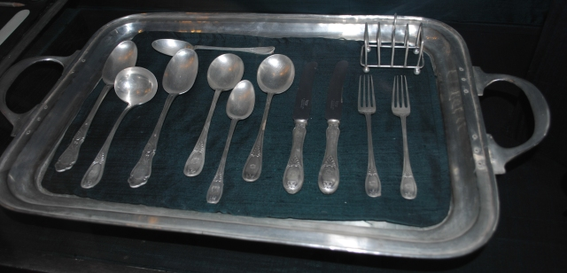 Silver_cutlery_items_in_Bikaner_fort_museum.jpg